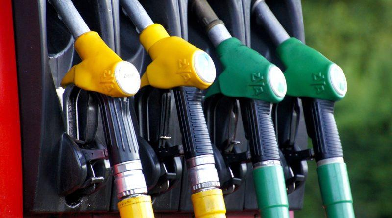 Macron assume la fiscalité des carburants