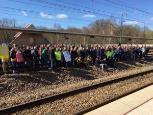 Employés d'Arjowiggins Papiers Couchés tentant de bloquer les TGV à Vendome