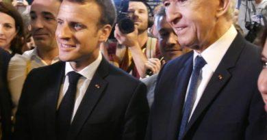 Bernard Arnault lors d'une rencontre avec Emmanuel Macron