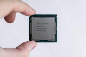 Une puce Intel Core i9 9900k