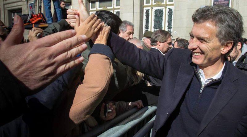 Mauricio Macri lors d'un bain de foule en 2013