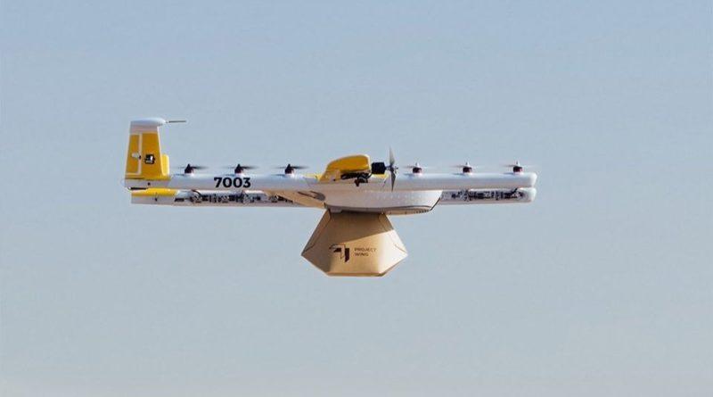 Le drone de Wing livrant un colis au premier foyer américain