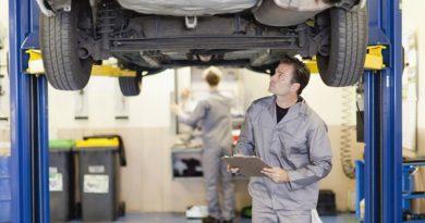 Nissan Motor a demandé à ses dirigeants de réduire leur train de vie, pour faire face à la chute des bénéfices du constructeur, selon des sources proches de l'entreprise.