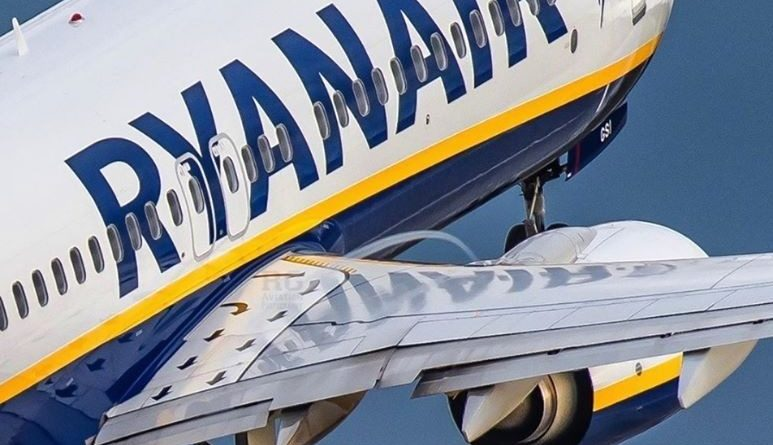 Un avion de Ryanair sur le point de décoller.