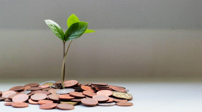 L'épargne solidaire a atteint un encours global de 15,6 milliards d'euros en 2019, contre environ 12,6 milliards d'euros en 2018, soit un bond de 24% sur un an.