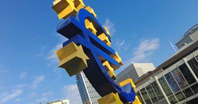 Signe de monnaie euro à Frankfurt, en Allemagne.